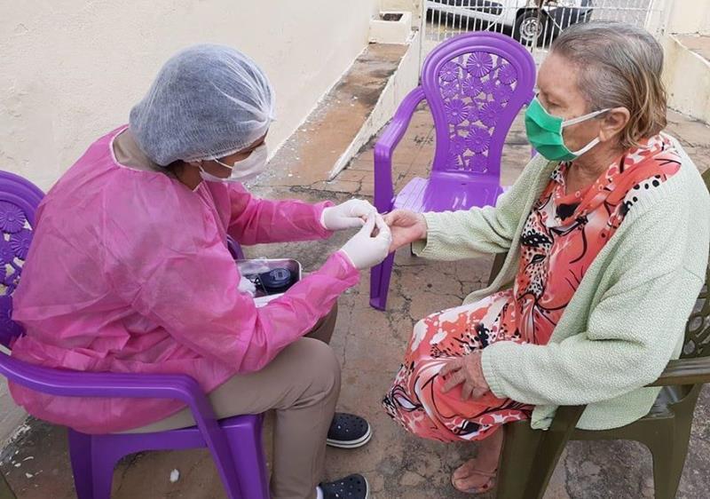 Secretaria da Saúde de Flores faz testes para Covid-19 em lar de idosos