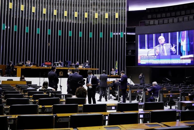 Deputados aprovam novo calendário para a realização de eventos relacionados à campanha eleitoral