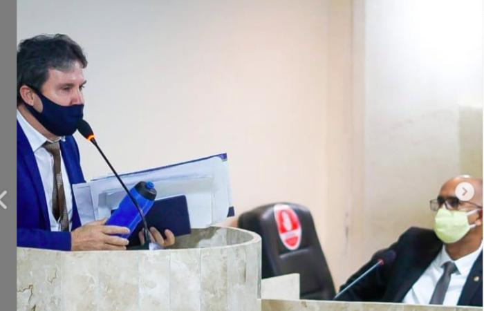 Vereador acusa outro parlamentar de furto de celular e de 'ter pacto com satanás'