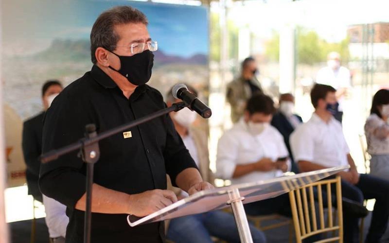 Luciano Duque entrega ruas pavimentadas no Bairro da AABB