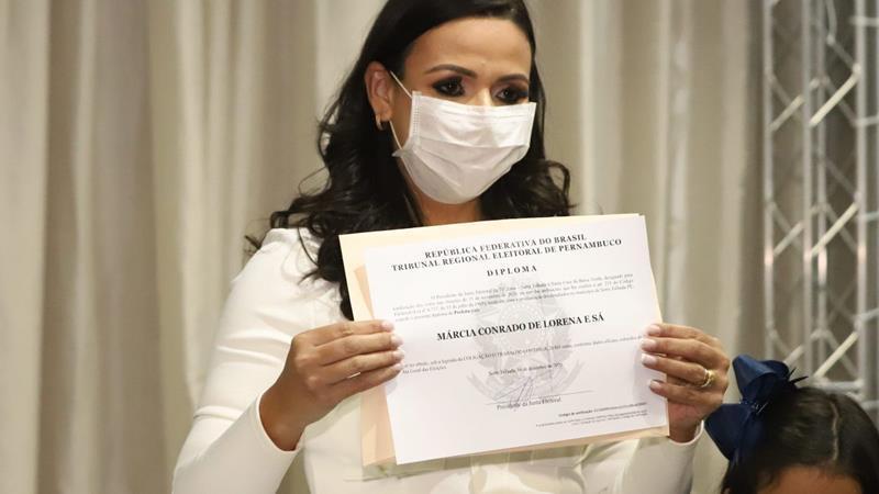 Márcia Conrado recebe Diploma de prefeita de Serra Talhada