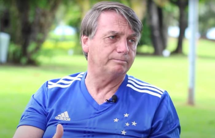 Bolsonaro questiona 'pressa' para acessar a vacina contra a Covid-19
