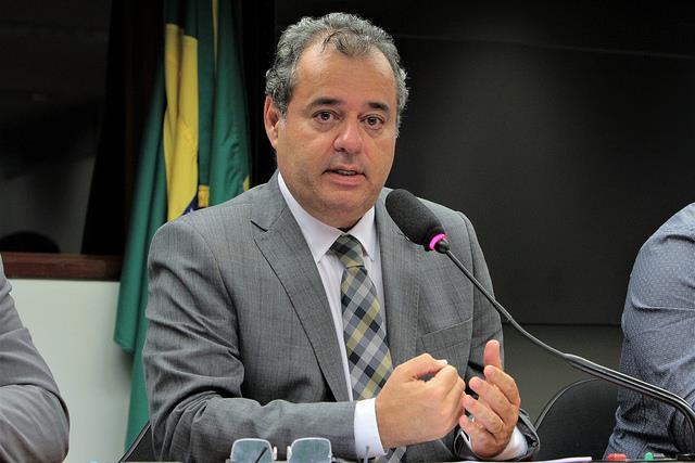 Deputado questiona governo federal sobre fechamento de unidades do Banco do Brasil