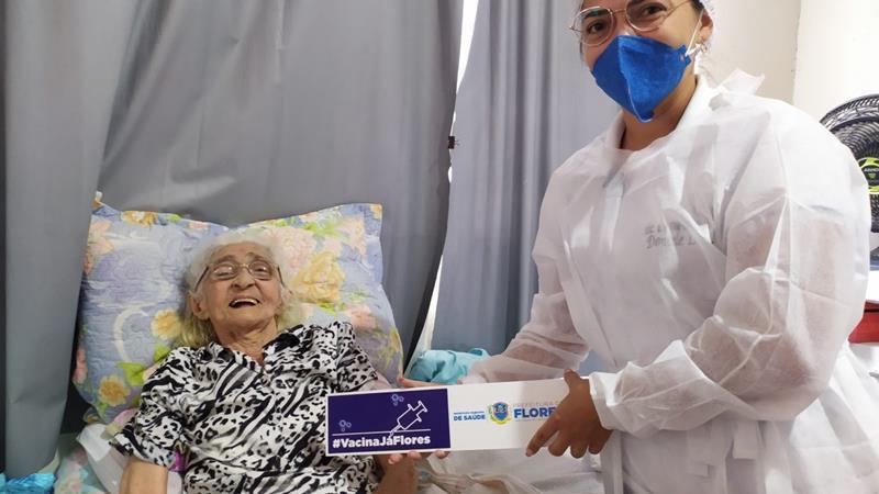 Flores iniciou vacinação de idosos a partir de 85 anos nesta quarta (27)