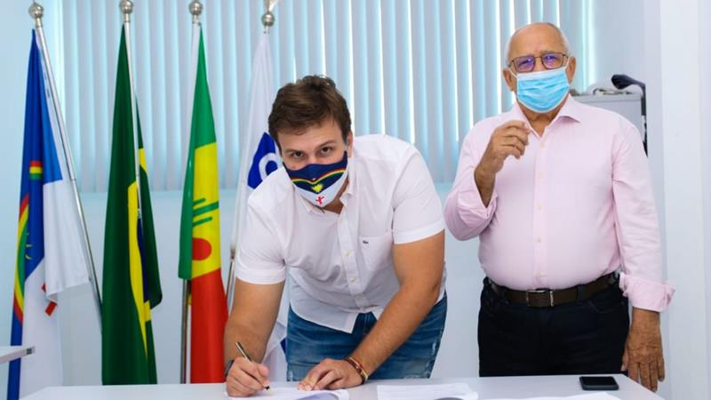 Na virada de ano, Miguel Coelho anuncia R$ 46 milhões para infraestrutura e abastecimento de Petrolina