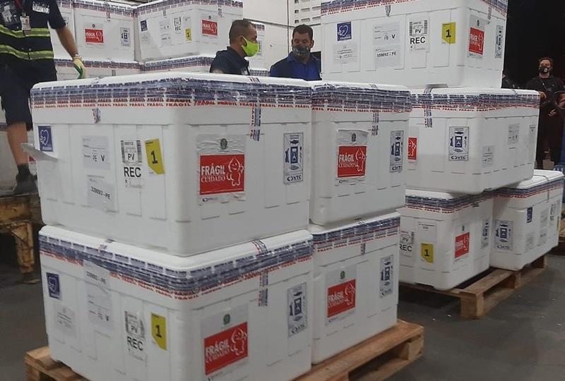 Vacinas serão distribuídas aos municípios a partir de terça, diz governo