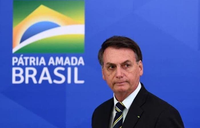 Bolsonaro veta a estados e municípios imunizar população em caso de omissão do Ministério da Saúde