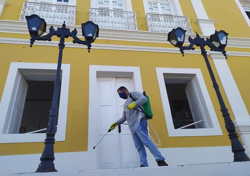 Prefeitura de Flores mantém de forma intensiva desinfecção dos espaços públicos