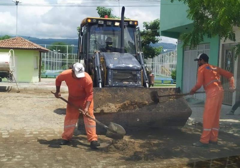 Prefeitura Flores intensifica limpeza como prevenção ao período de chuvas