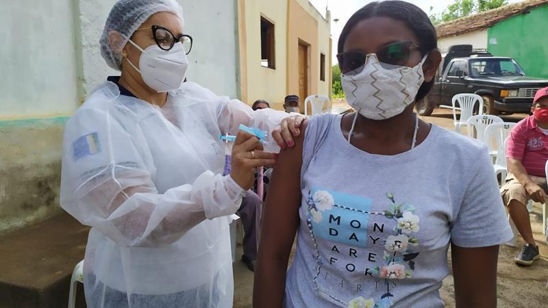 Flores: Comunidade quilombola e idosos de 70 a 74 anos recebem vacina contra Covid-19