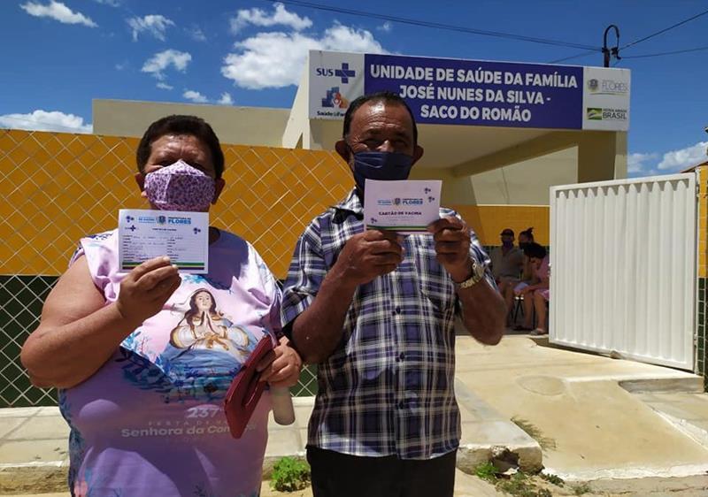 Prefeitura de Flores vacinou contra a covid-19 durante o feriado