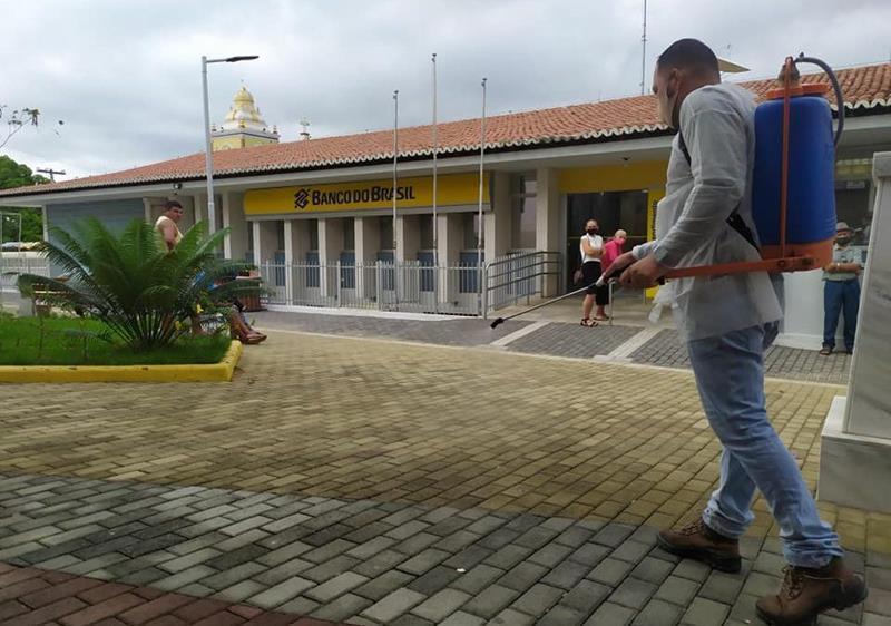 COVID-19: Prefeitura de Flores mantém de forma intensiva desinfecção dos espaços públicos