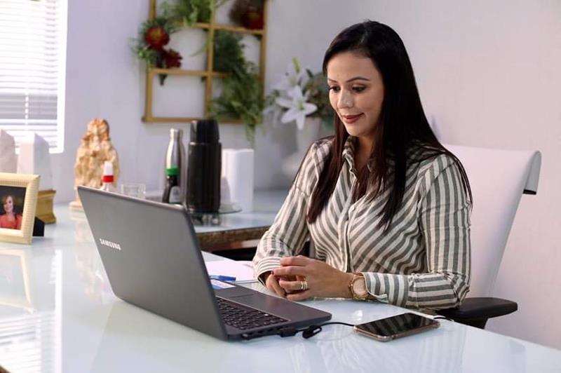 Márcia Conrado anunciou nesta segunda(14) o Programa Professor Conectado