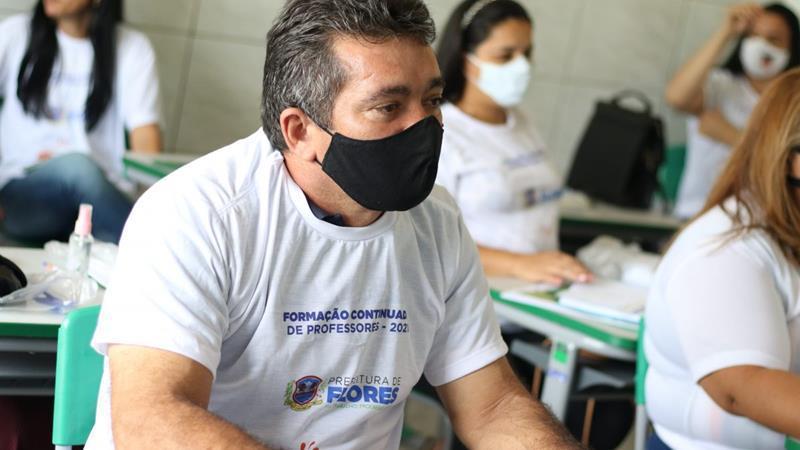 Prefeitura de Flores promove formação continuada para professores