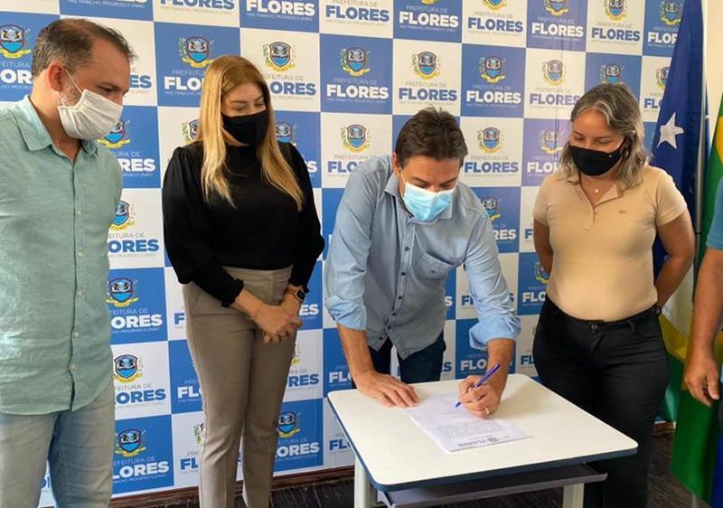 R$ 420 mil: Marconi Santana assina ordem de serviço para pavimentação de ruas no Distrito de Fátima