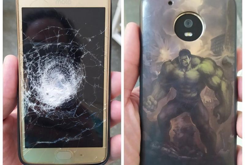 Celular com capinha do 'Hulk' impede que homem seja atingido por tiro no Sertão